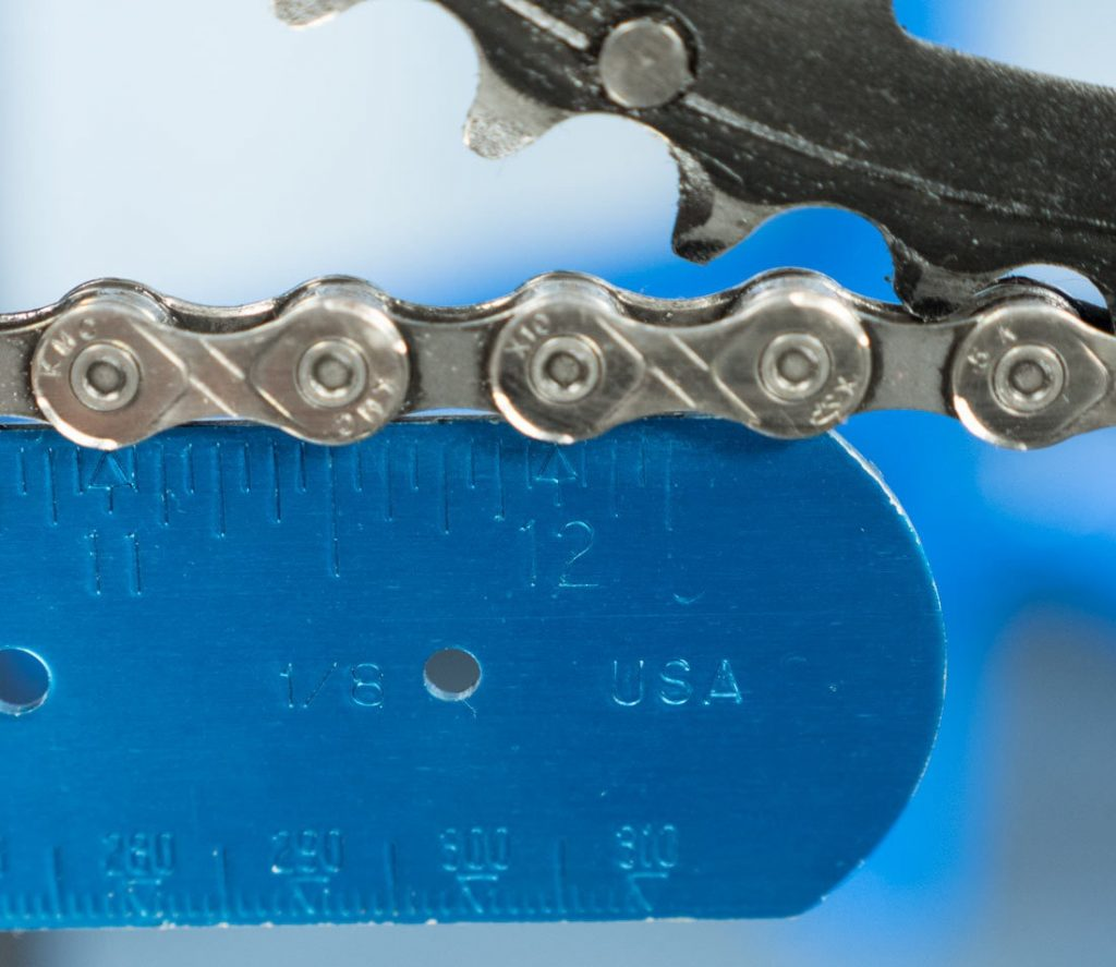 measuring chain wear with ruler